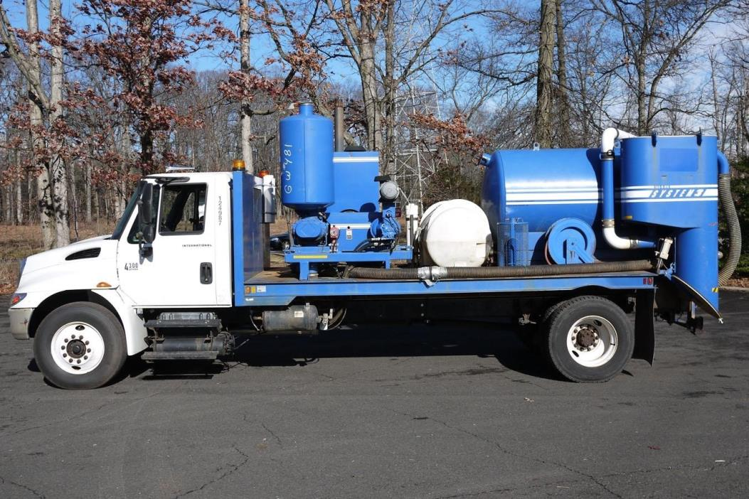 2004 International Durastar 4300  Vacuum Truck