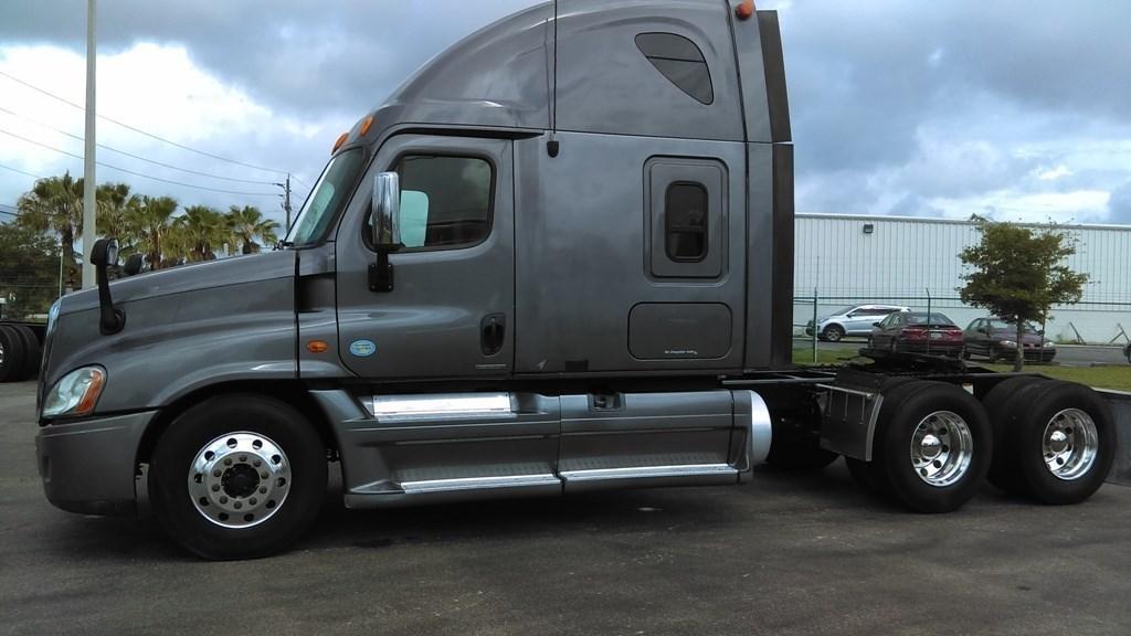 2008 Freightliner Cascadia 125 Conventional - Sleeper Truck