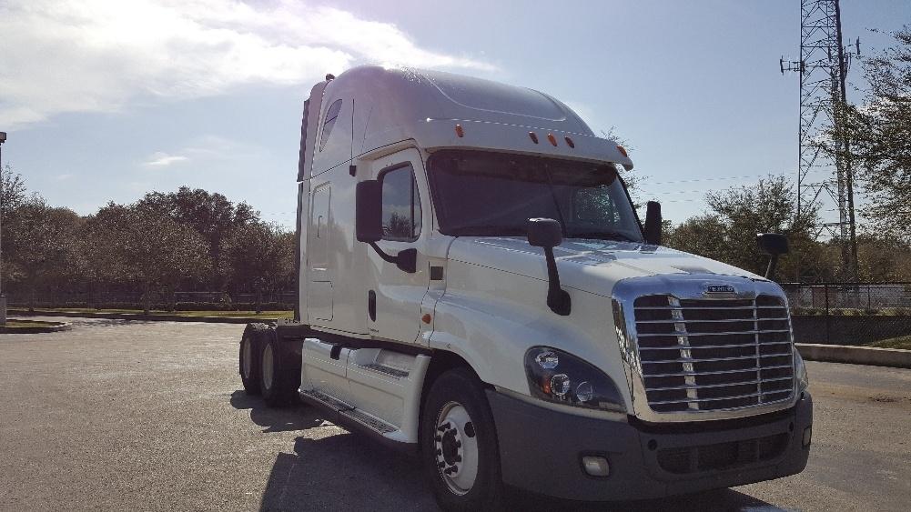 2012 Freightliner Cascadia Conventional - Sleeper Truck
