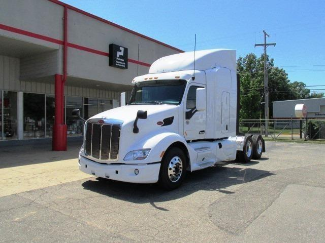 2017 Peterbilt 579  Conventional - Sleeper Truck