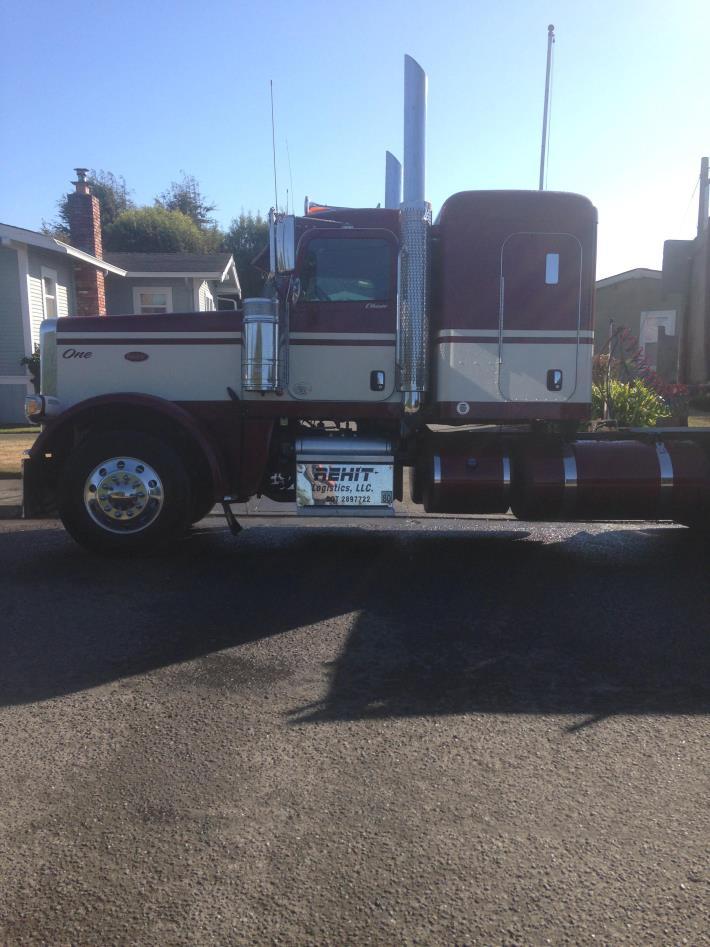 2015 Peterbilt 388  Conventional - Sleeper Truck