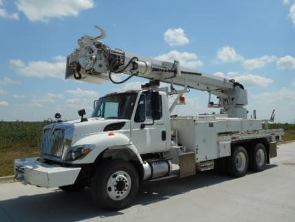 2010 International Workstar 7400  Digger Derrick