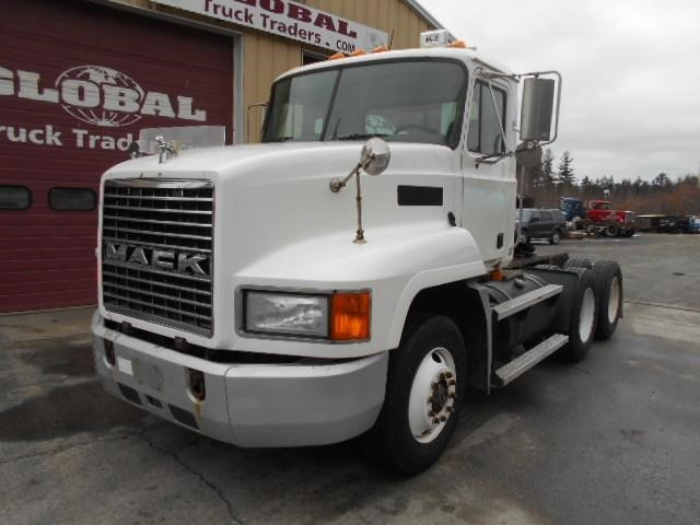 2001 Mack Ch613  Conventional - Day Cab