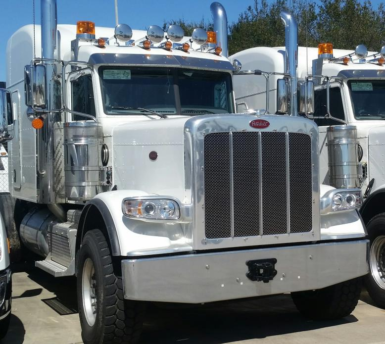 2016 Peterbilt 389  Conventional - Sleeper Truck