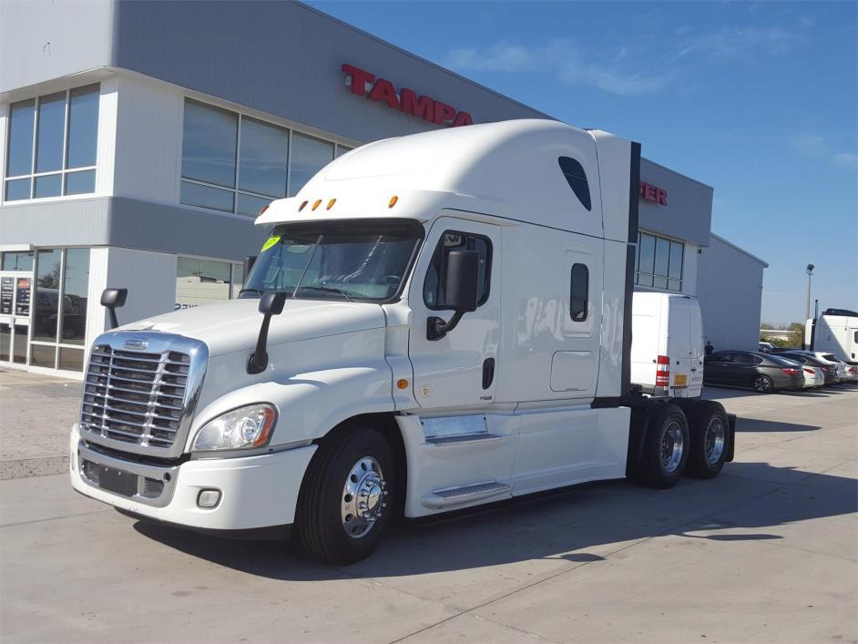 2015 Freightliner Cascadia Conventional - Sleeper Truck