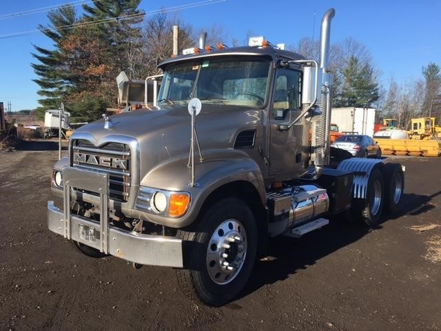 2004 Mack Cv713  Conventional - Day Cab