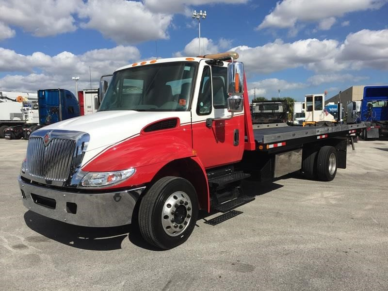 2005 International Durastar 4300  Rollback Tow Truck