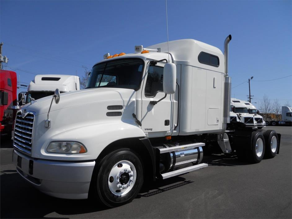 2006 Mack Vision Conventional - Sleeper Truck