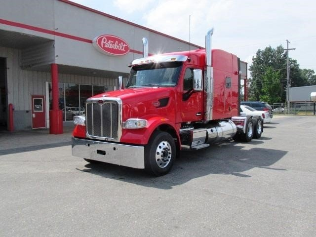 2017 Peterbilt 567  Conventional - Sleeper Truck