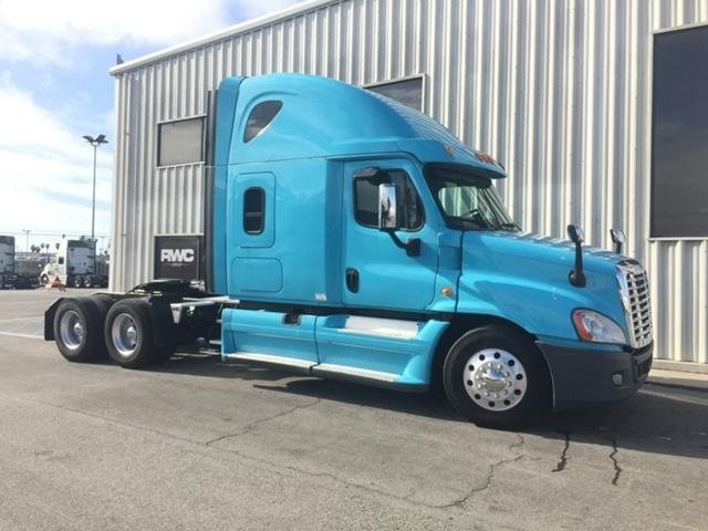 2014 Freightliner Cascadia Conventional - Sleeper Truck
