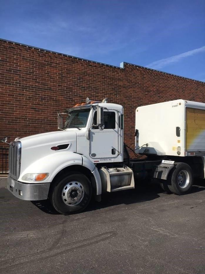 2010 Peterbilt 384 Conventional - Day Cab