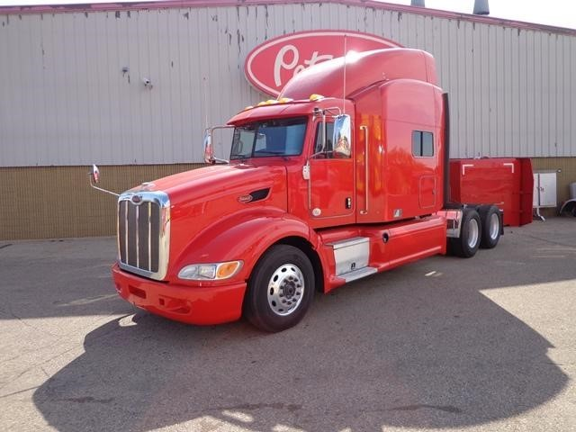 2014 Peterbilt 386  Conventional - Sleeper Truck
