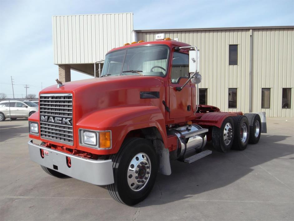 2004 Mack Ch613  Conventional - Day Cab
