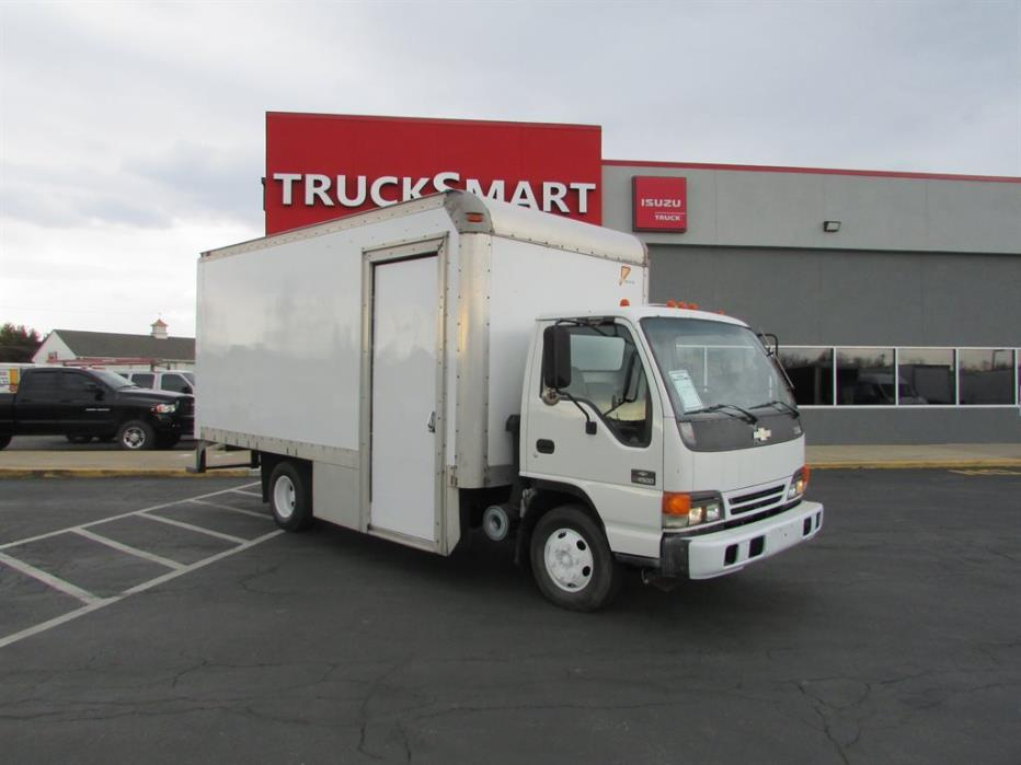 2005 Chevrolet W4500 Box Truck - Straight Truck