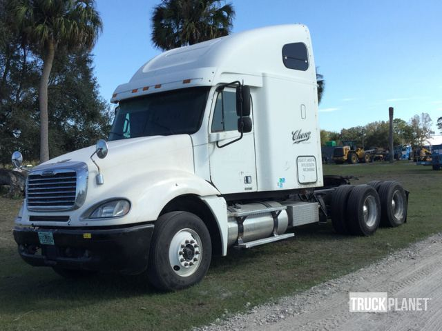 2007 Freightliner Columbia Conventional - Sleeper Truck
