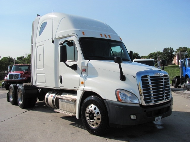 2012 Freightliner Cascadia  Conventional - Sleeper Truck