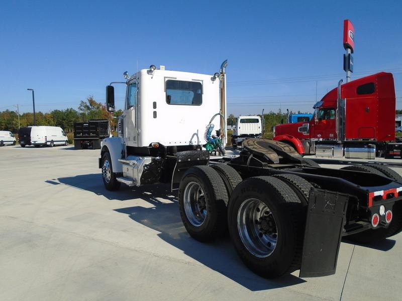 2011 Freightliner Coronado Sd Conventional - Day Cab, 4