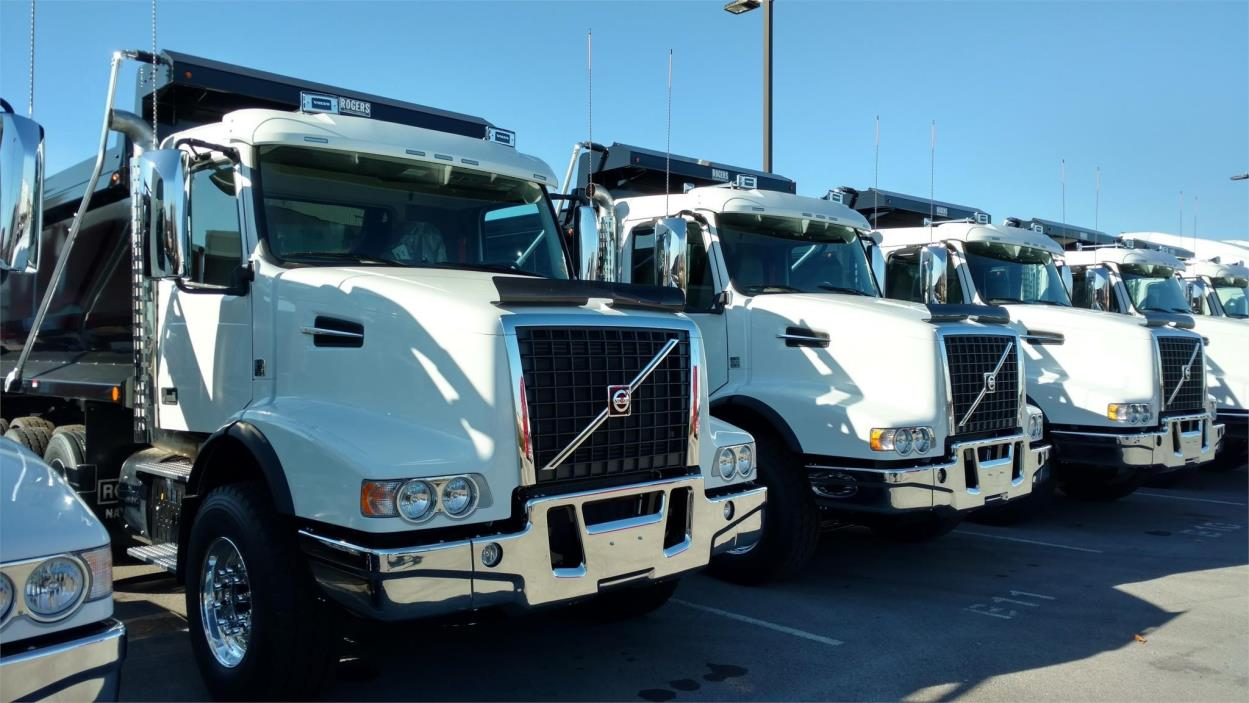 2017 Volvo Vhd104f Dump Truck, 3