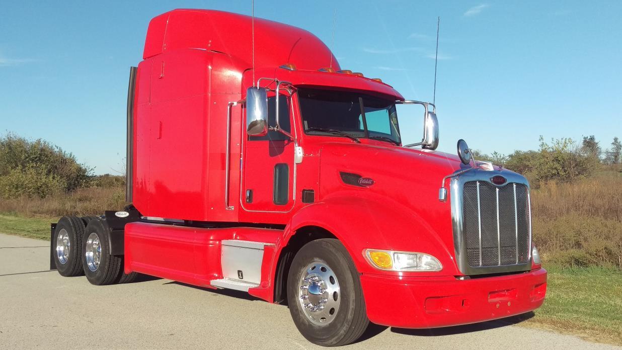 2013 Peterbilt 386 Conventional - Sleeper Truck