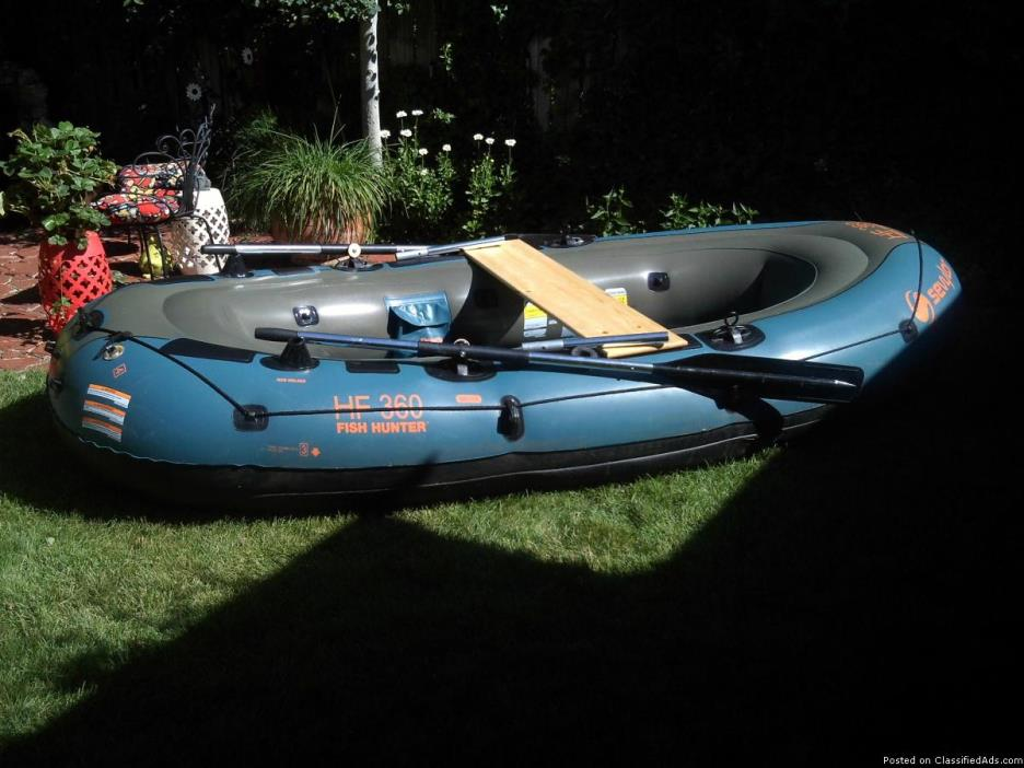 1 Seylor 6 Person Inflatable Raft