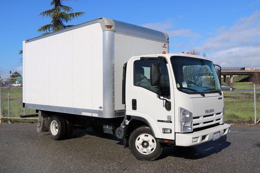 2015 Isuzu Nb2 Box Truck - Straight Truck