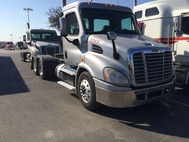 2013 Freightliner Cascadia 113 Conventional - Day Cab