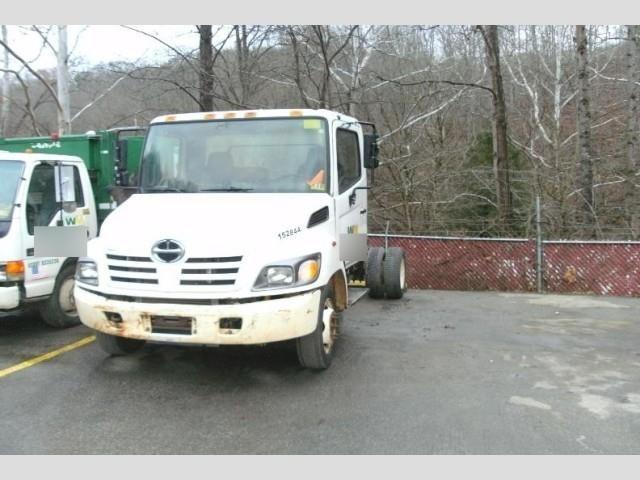 2005 Hino 185  Box Truck - Straight Truck