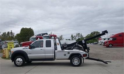 2016 Ford F550 Lariat Conventional - Sleeper Truck, 3