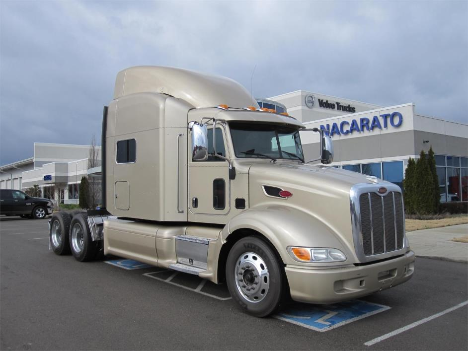 2013 Peterbilt 386 Conventional - Sleeper Truck
