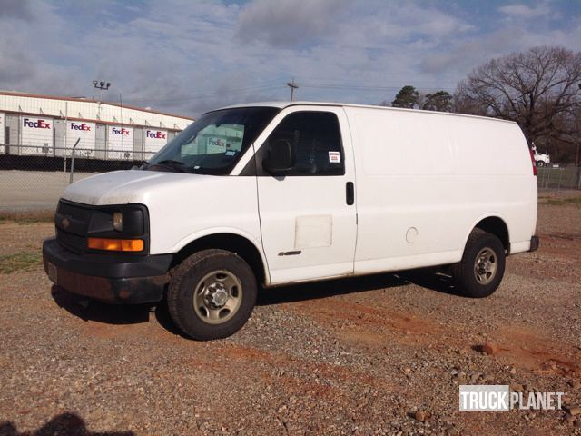 2004 Chevrolet Express Dry Van Trailer
