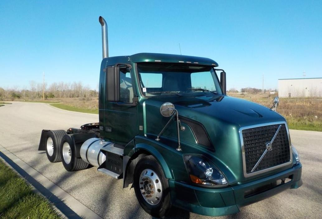 2008 Volvo Vnl42t300 Conventional - Day Cab