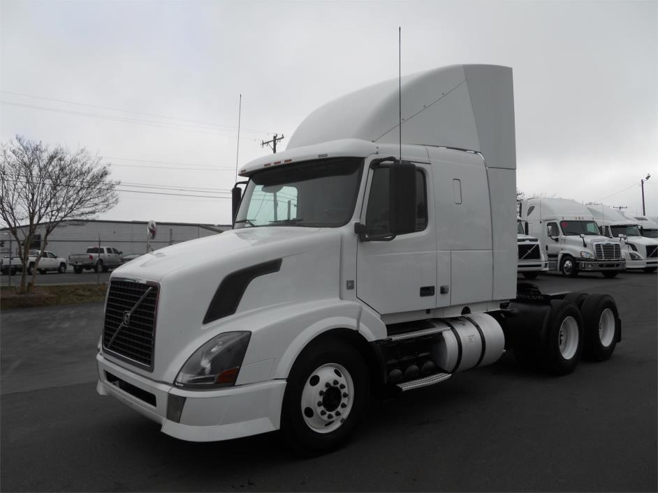 2010 Volvo Vnl64t430 Conventional - Sleeper Truck
