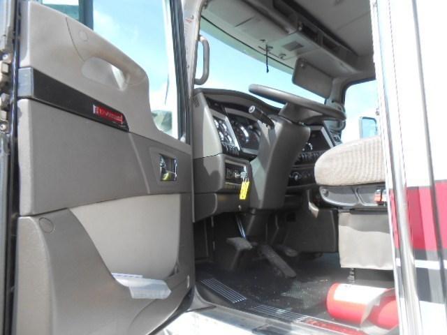 2013 Kenworth T660 Conventional - Sleeper Truck, 2