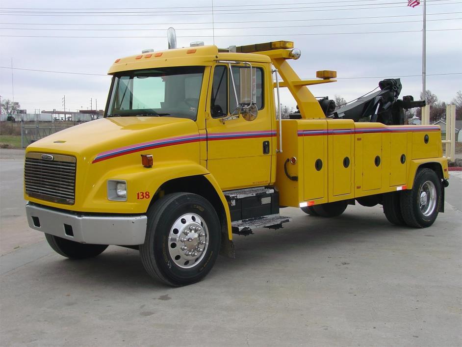 2003 Freightliner Fl70 Wrecker Tow Truck