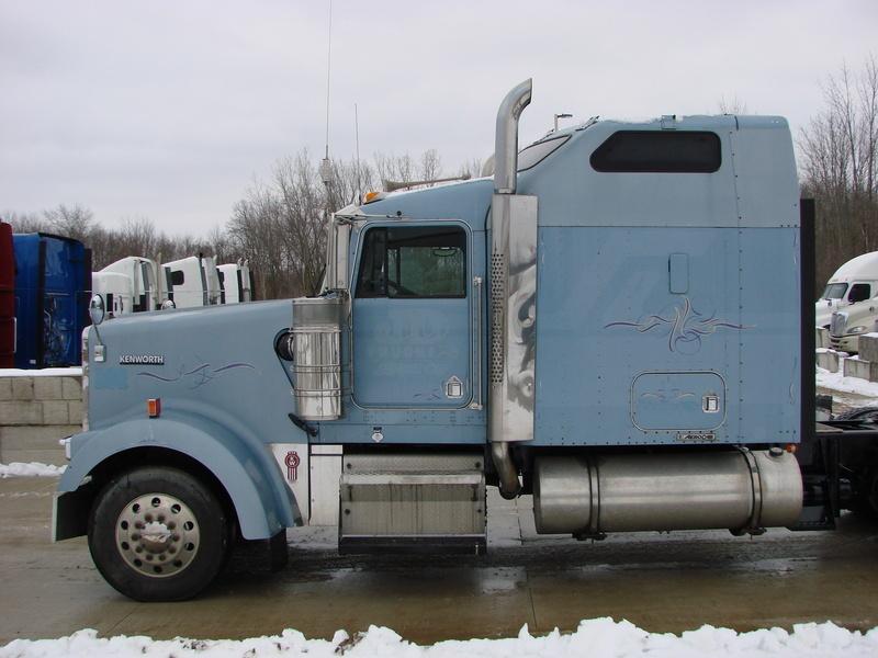 2005 Kenworth W900 Conventional - Sleeper Truck