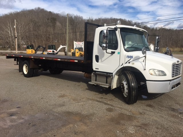 2007 Freightliner Business Class M2 106 Flatbed Truck