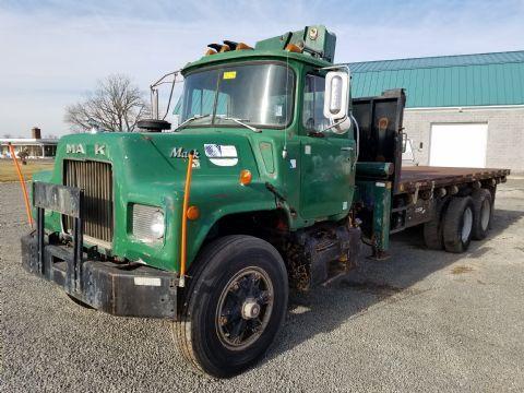 1976 Mack Oeh-22-D  Crane Truck
