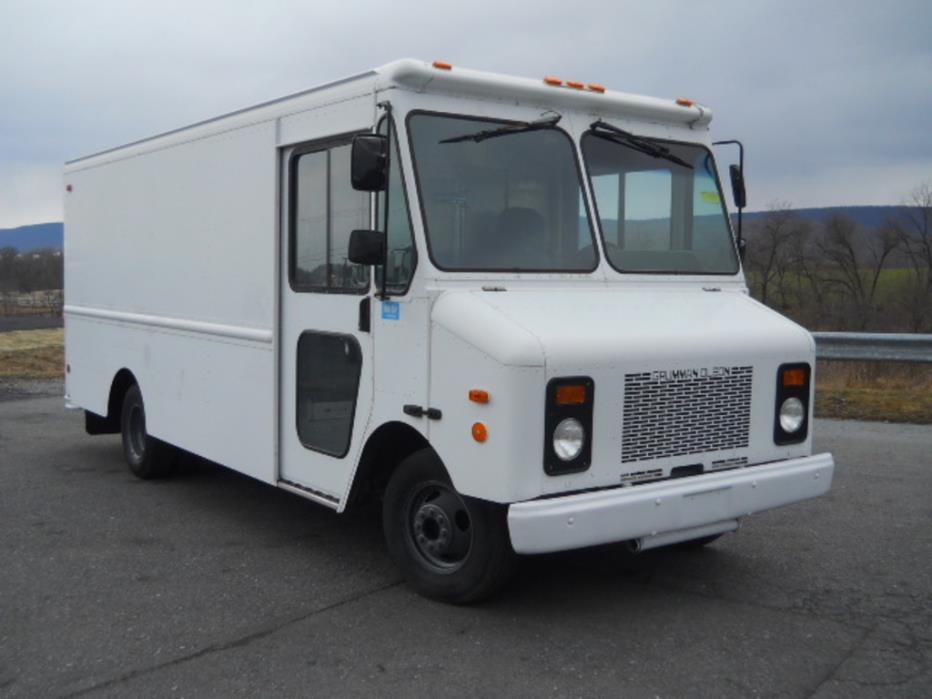 2001 Chevrolet P-30 Box Truck - Straight Truck