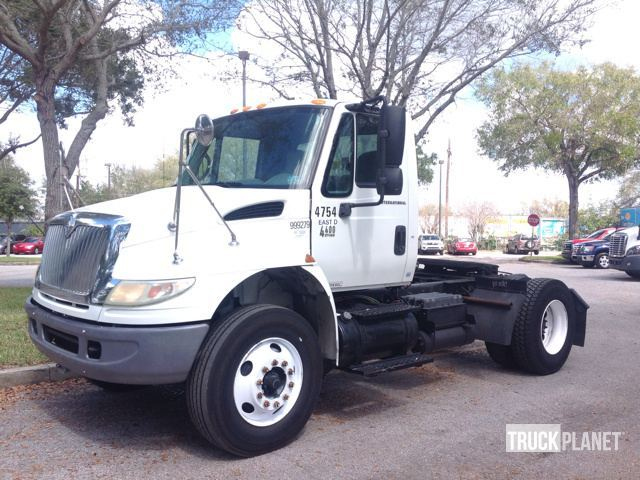 2005 International 4400  Conventional - Day Cab