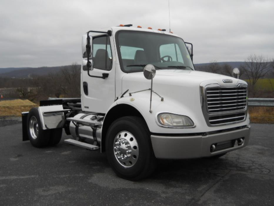 2007 Freightliner M2 112 Conventional - Day Cab