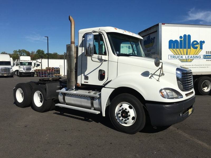 2009 Freightliner Columbia Conventional - Day Cab