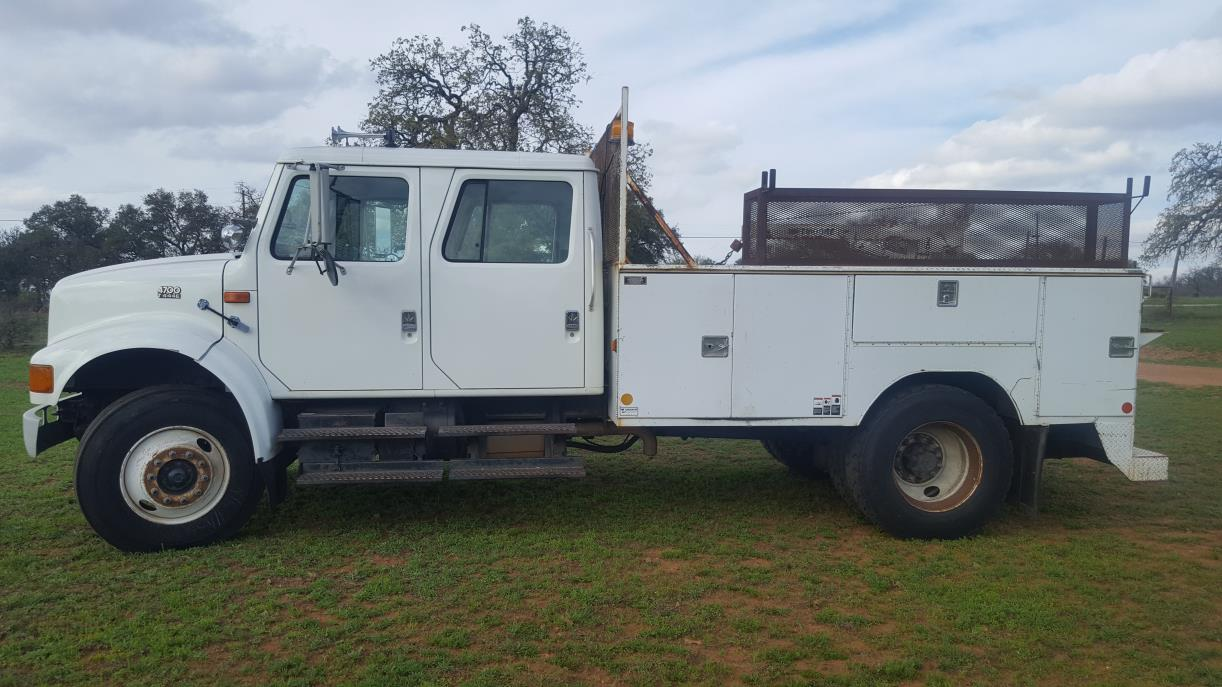 1998 International 4700  Mechanics Truck