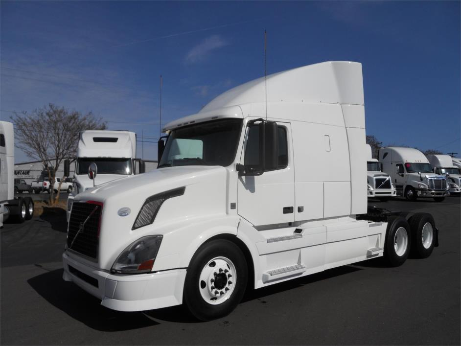 2010 Volvo Vnl64t630 Conventional - Sleeper Truck