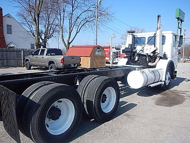 2002 Volvo Wx64 Cab Chassis, 8