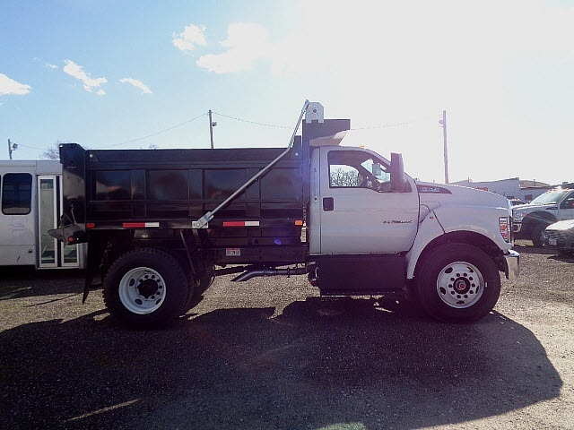 2017 Ford F-750sd  Dump Truck
