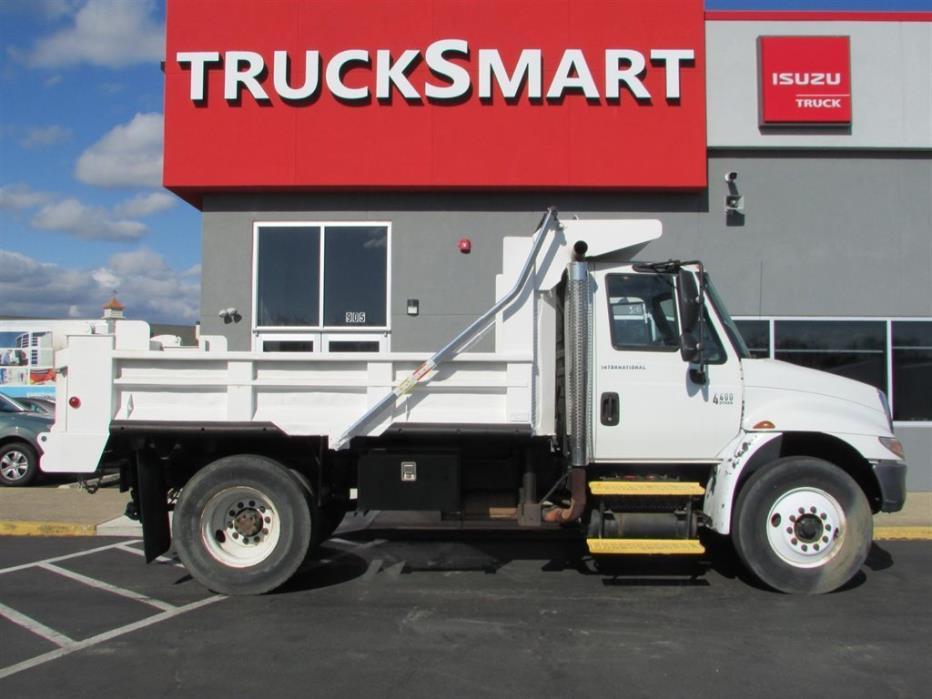 2002 International Durastar 4400  Dump Truck