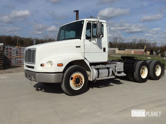 2004 Freightliner Fl112 Conventional - Day Cab