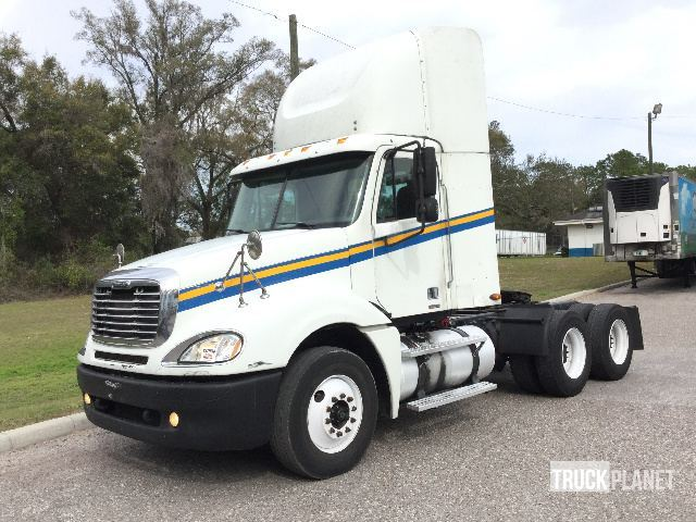2006 Freightliner Columbia Conventional - Day Cab