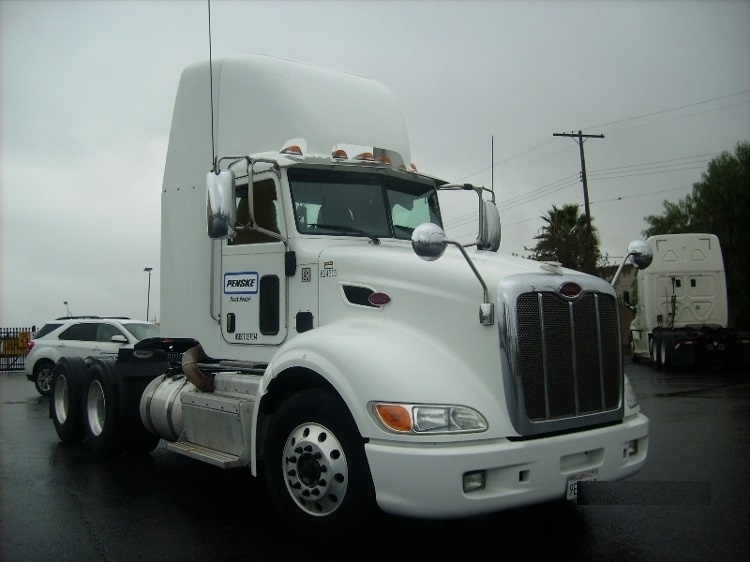 2012 Peterbilt 386  Conventional - Day Cab