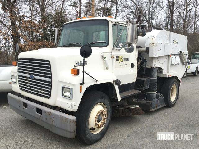 1991 Ford Ln7000  Sweeper